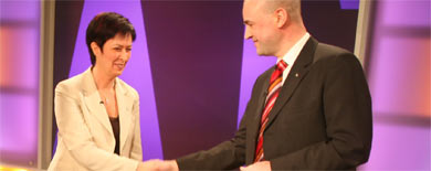 Reinfeldt and Sahlin neck and neck ahead of debate