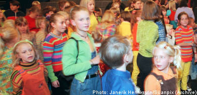 Children banned from wearing multi-coloured clothes