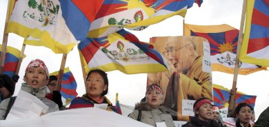 Protesters attack Chinese consulate