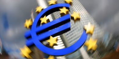 Euro hits record high against US dollar