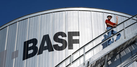 High oil prices bolster record BASF profits