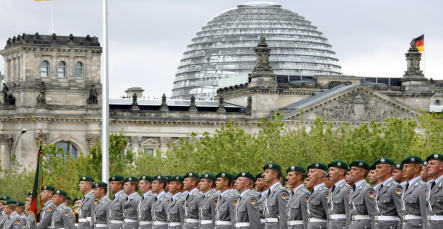 New soldiers to be sworn into army at Reichstag