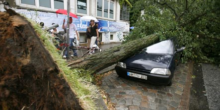 Heavy storms slam northern Germany