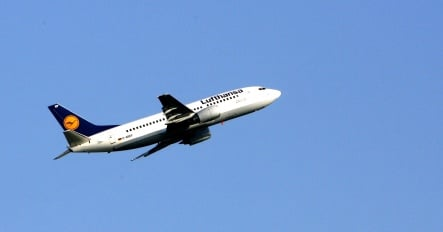 Lufthansa cuts ticket fuel surcharges