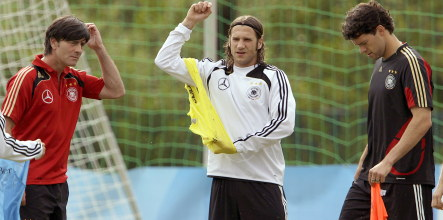 Ballack and Frings back for Russia, Wales clashes