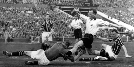 Football legend Trautmann to be honoured before England match