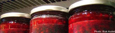 Woman finds acupuncture needles in lingonberry jam