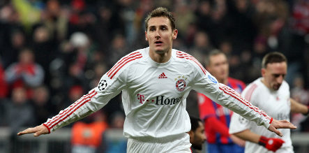 Klose scores two goals for Bayern win