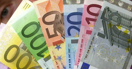 Woman discovers €50,000 cash in changing room