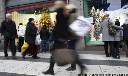 Christmas shoppers to boost flagging clothing sales
