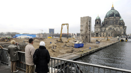East Germans reject palace reconstruction in Berlin