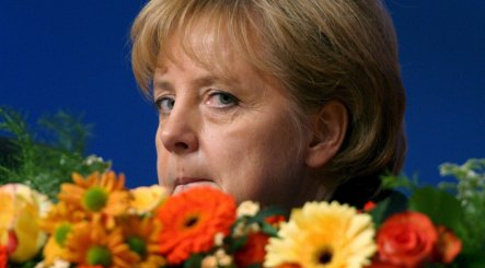 Merkel tries to snuff out criticism on economy