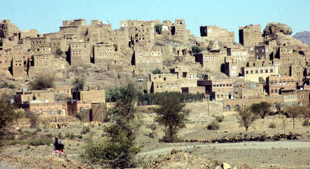 Yemeni forces surround town where German hostages held