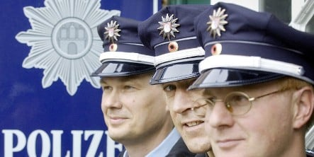 Woolly hats banned for Hamburg police