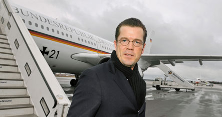 Guttenberg says private investors key to Opel's survival