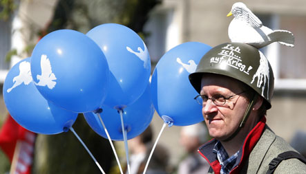 Pacifists mark Easter with protests