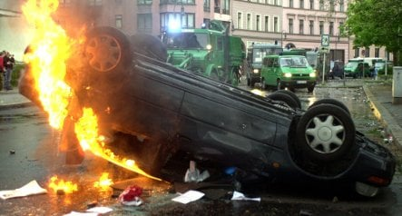 Berlin police beef up search for anarchist car arsonists