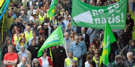 Thousands turn up to boo racists in Cologne