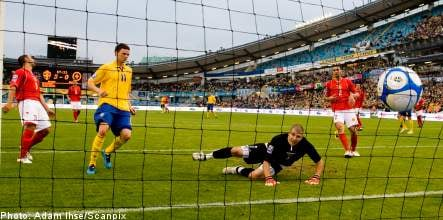 Sweden see off Malta to keep World Cup hopes alive