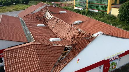 Supermarket collapses 20 minutes after closing