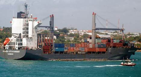 Captured freighter captain may sue employers