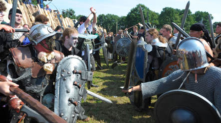 Thousands turn up to fight fantasy battle