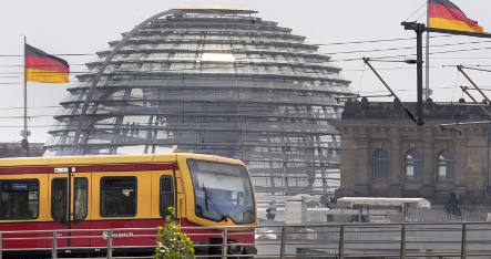 Limited S-Bahn service returns to Berlin centre