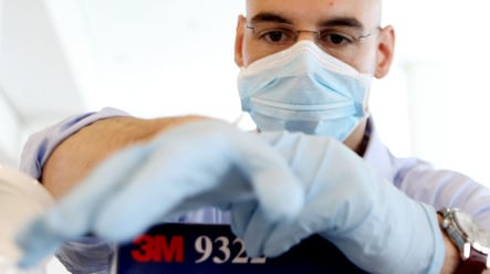 A/H1N1 vaccination plan a big experiment, doctor says