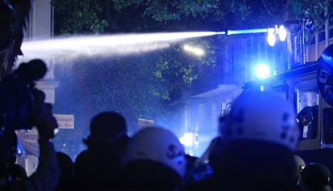 Police use water cannon against Hamburg rioters