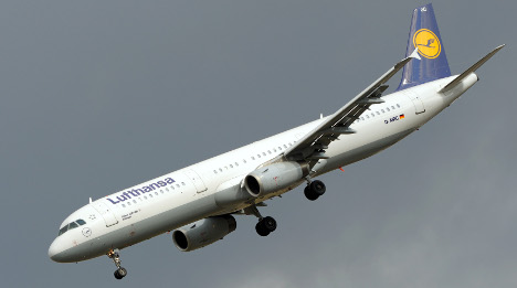 Lufthansa nosedives into the red