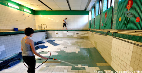 Police arrest Stockholm swimming pool squatters