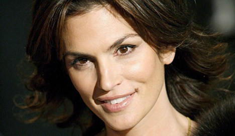 Man suspected of blackmailing Cindy Crawford held