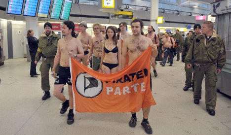 Pirate Party protests 'naked' scanners in their underpants