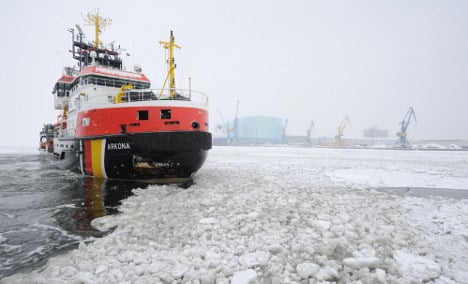 Ice breakers struggle to clear harbours