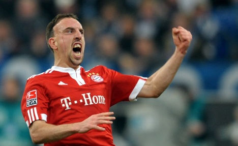 Bayern back in form with win over Schalke