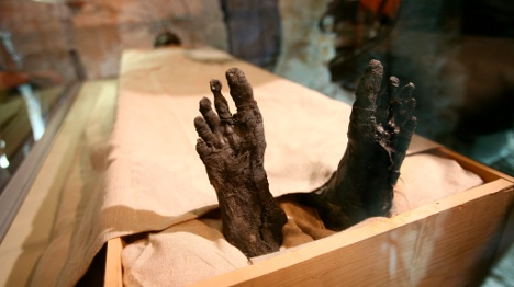 Scientists use 'naked scanners' to probe mummies
