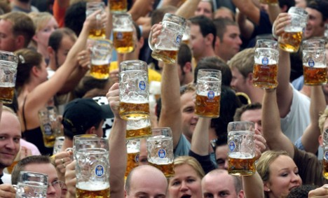Germans smoking less, but still drinking copiously