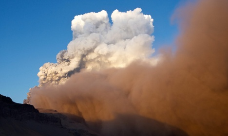 Transport minister holds volcano fallout summit