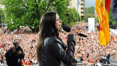 40,000 welcome Eurovision winner Lena in Hannover