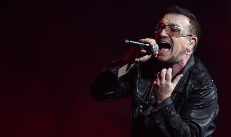 U2's Bono leaves Munich hospital after temporary 'paralysis'