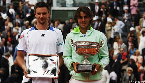 Nadal sees off Söderling in French Open final