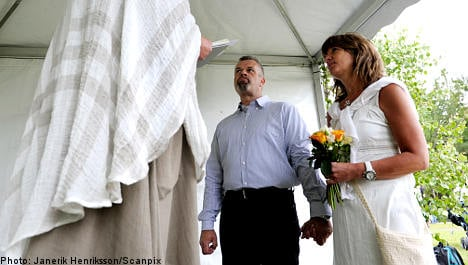 Couples flock to tie knot on drop-in wedding day