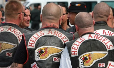 Man moons and throws puppy at Hells Angels bikers