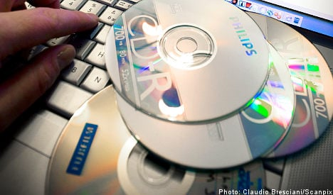 Artists lose out as fans stop burning CDs