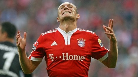 Bayern's Robben ruled out for two months after thigh injury