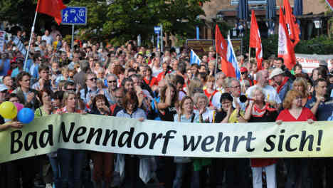 Demonstrators allowed to protest neo-Nazi march