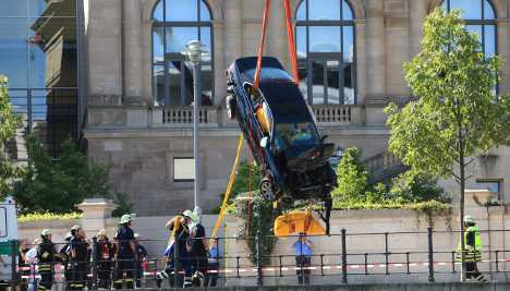 Spectacular car crash near Reichstag only noticed hours later
