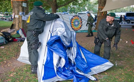 Police clear tents of Stuttgart 21 protesters