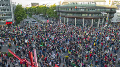 Stuttgart 21 protests continue as Bahn head admits costs not certain