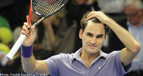 Federer claws into Stockholm Open semis